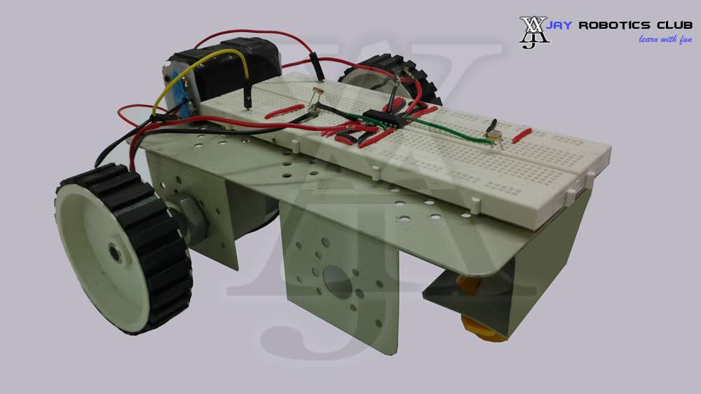 solar tracking robot without microcontroller