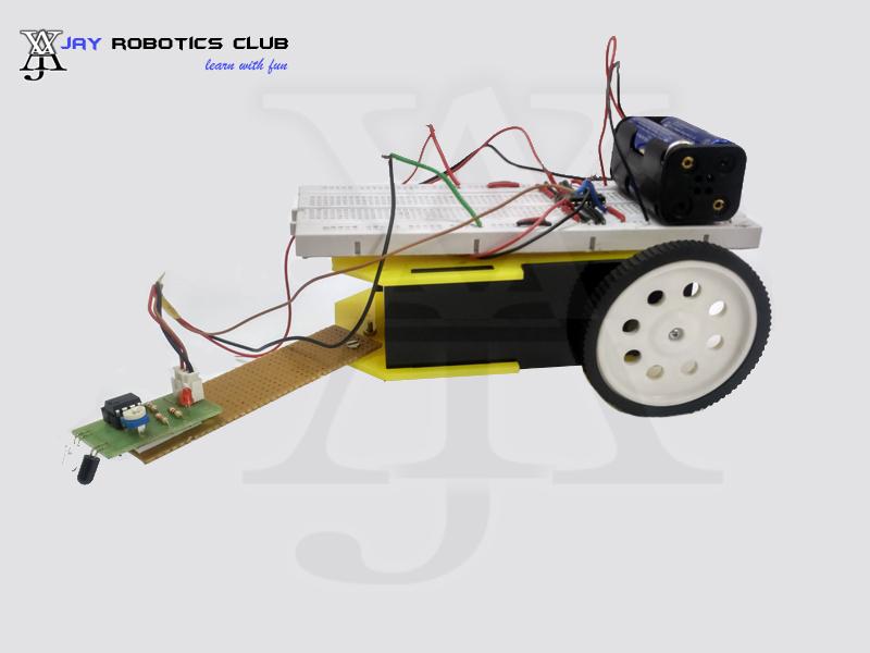 edge avoiding robot without microcontroller